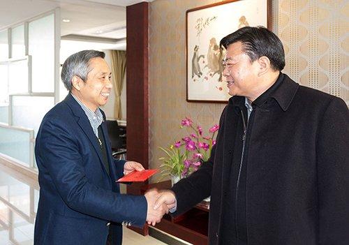 兴化市委书记李卫国专程赴我司慰问董事长翟世先先生